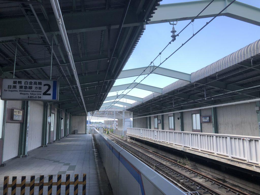 西高島平駅で終わる三田線の線路