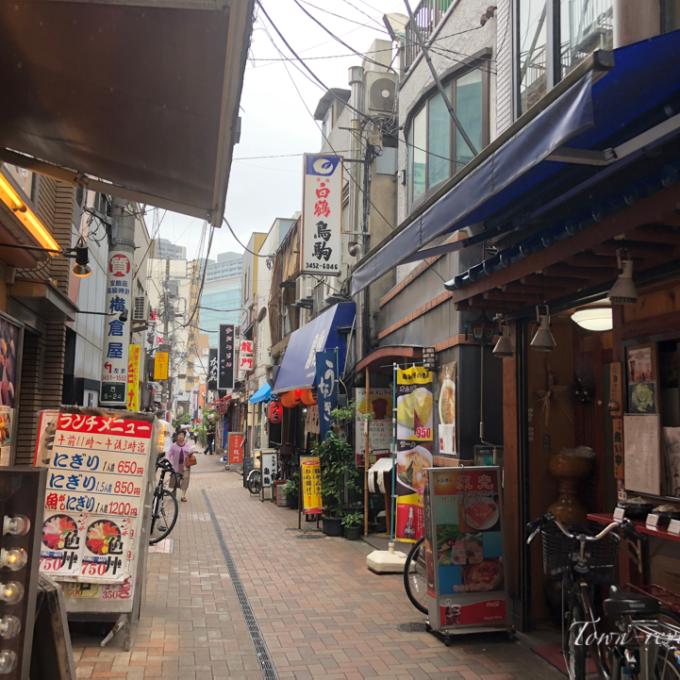 【三田駅】ってどんな街?慶應学生街とオフィス街の2つの顔