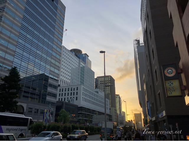 【西新宿駅】ってどんな街?摩天楼を見上げる街