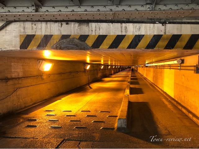 泉岳寺のトンネル、高輪架道橋。