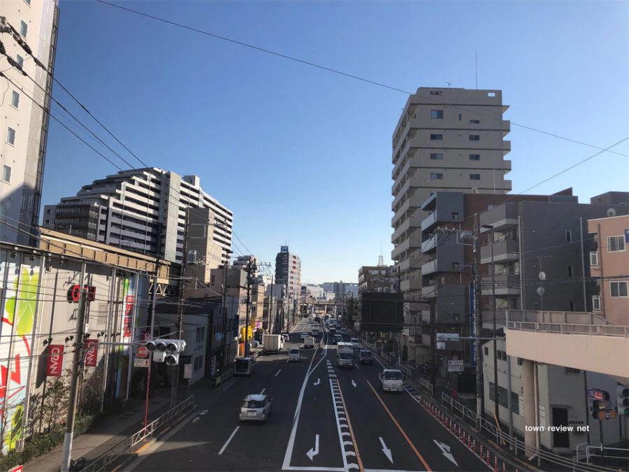 青物横丁駅前歩道橋からの景色。横浜方面。